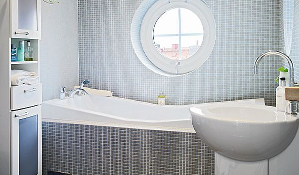 How to design a small bathroom space